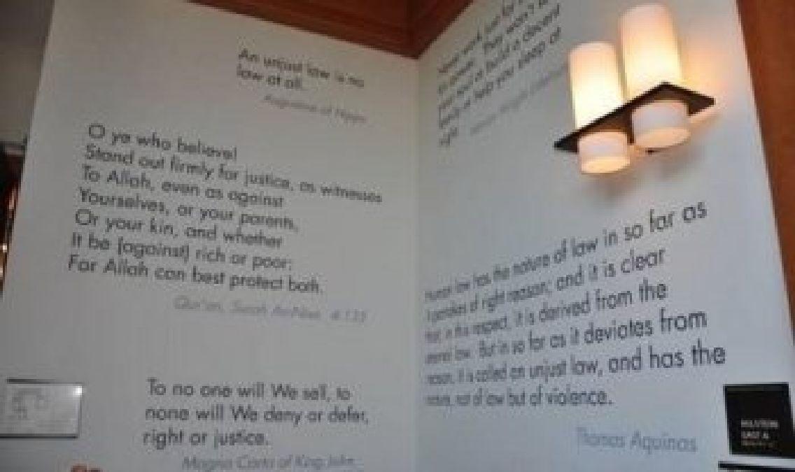 Harvard : mise en avant d'un verset du coran à l'entrée de la bibliothèque  dans Islam coraniste Harvard-University
